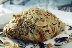 Brood die Cashewnoot met behulp van Royalty-vrije Stock Foto's