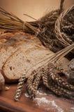 Brood en broodjes met bruine achtergrond Royalty-vrije Stock Foto