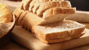 Brood en gehele tarwe stock footage