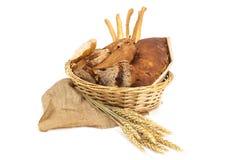 Brood en graangewassen op witte achtergrond Royalty-vrije Stock Foto