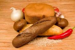 Brood en groenten. Royalty-vrije Stock Afbeeldingen