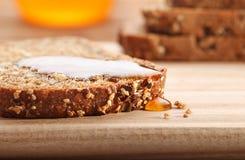 Brood en honing stock fotografie