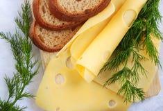 Brood en kaas - sluit omhoog Stock Afbeeldingen