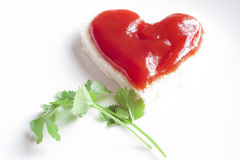 Brood en ketchup in vorm van hart Royalty-vrije Stock Fotografie