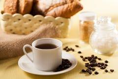 Brood en koffie Stock Foto's