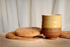 Brood en Kop van Wijn Stock Foto's