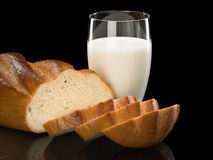 Brood en melk Stock Foto's