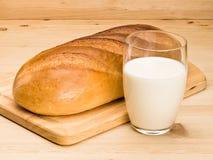 Brood en melk Royalty-vrije Stock Afbeelding