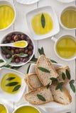 Brood en olijfolie Stock Foto's