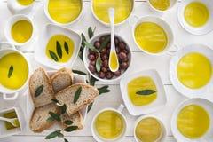 Brood en olijfolie Royalty-vrije Stock Afbeeldingen