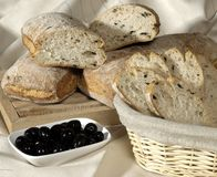 Brood en Olijven Royalty-vrije Stock Fotografie