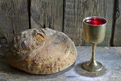 Brood en wijn het heilige symbool van het kerkgemeenschapteken stock afbeeldingen