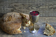 Brood en wijn het heilige symbool van het kerkgemeenschapteken stock fotografie