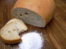 Brood en zout Stock Foto's
