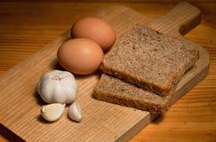 Brood, knoflook en eieren Stock Afbeelding