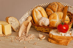 Brood, knoflook, kaas en tomaat Stock Fotografie