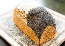 Brood met een korst van zaden stock afbeeldingen