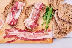 Brood met gastronomisch vlees royalty-vrije stock foto's