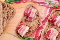Brood met gastronomisch vlees stock fotografie