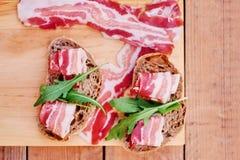 Brood met gastronomisch vlees stock foto's