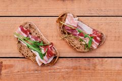 Brood met gastronomisch vlees royalty-vrije stock fotografie