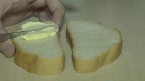 Brood met mayonaise stock videobeelden