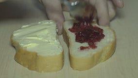 Brood met mayonaise stock video