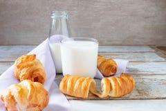 Brood met melk royalty-vrije stock foto's