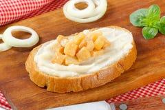 Brood met reuzel en kaantjes Royalty-vrije Stock Fotografie