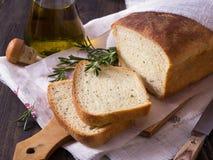 Brood met rozemarijn en olijfolie Stock Foto's