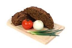 Brood met tomaat en ui Stock Afbeeldingen