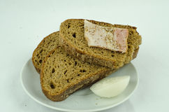 Brood met ui en ham Stock Afbeelding
