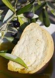 Brood, olie en olijven royalty-vrije stock afbeeldingen