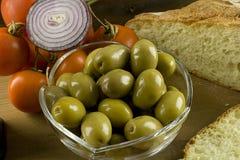 Brood, olijven en tomaten Royalty-vrije Stock Foto's