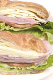 brood van de de sandwichcroissant van de ham het Zwitserse kaas royalty-vrije stock fotografie