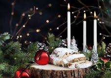 Brood van Stollen het Duitse Kerstmis met Kaarsen royalty-vrije stock afbeeldingen