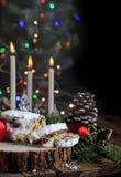 Brood van Stollen het Duitse Kerstmis met Kaarsen 2 royalty-vrije stock afbeelding