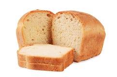 Brood van wit die brood op witte achtergrond wordt geïsoleerd Stock Foto's