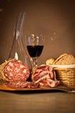 Brood, wijn en salami Stock Afbeelding