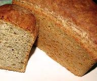 Broodbrood op een speciale antieke oven wordt gebakken die royalty-vrije stock afbeelding