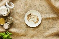 Broodcrumbs op een plaat Stock Foto