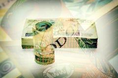 Broodje en stapel poetsmiddelbankbiljetten Royalty-vrije Stock Foto