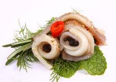 Broodje met haringen Haringen op pertse esklyuziv schotel van ryby Dossierlodde Behoud van Haringen Stock Fotografie
