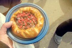 Broodje met kleine rode harten voor de Dag van Valentine ` s Royalty-vrije Stock Foto's