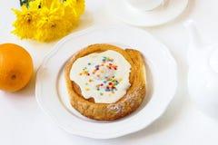 Broodje met witte glans Stock Afbeeldingen
