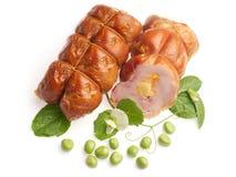 Broodje pikant met kaas die met groene erwt wordt verfraaid Stock Afbeeldingen