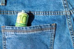 Broodje van euro bankbiljetten in een zak Stock Afbeelding