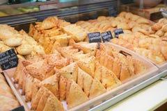 Broodjes bij de marktkraam Stock Foto's