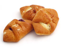Broodjes die met kwark en fruitjam worden gevuld Royalty-vrije Stock Foto