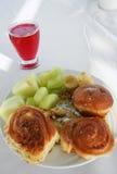 Broodjes en fruit op een plaat Royalty-vrije Stock Fotografie